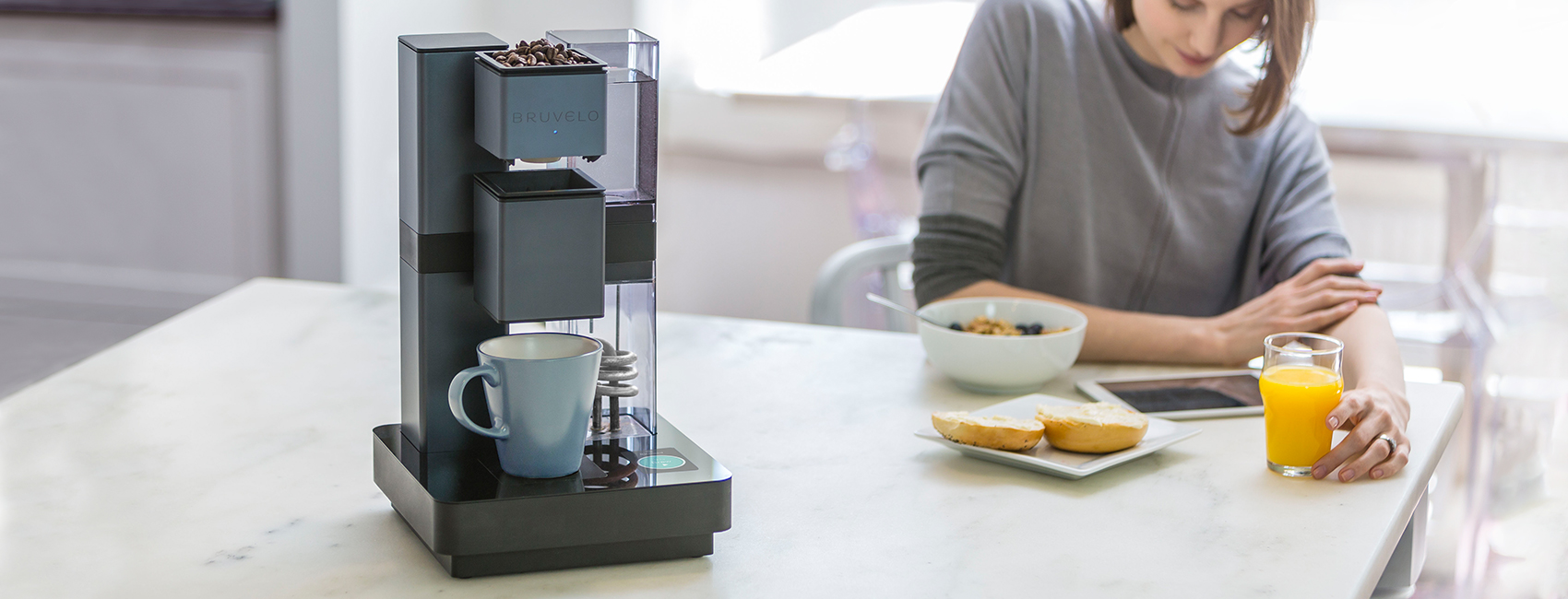 Bruvelo, a connected coffeemaker with custom embedded display